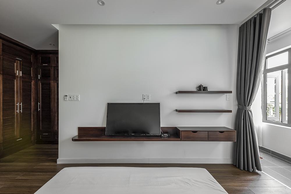 Các phòng ngủ đều có 2 cửa sổ hai bên tạo sự đối lưu không khí tốt và dễ dàng tiếp cận với mảng xanh bên ngoài.
