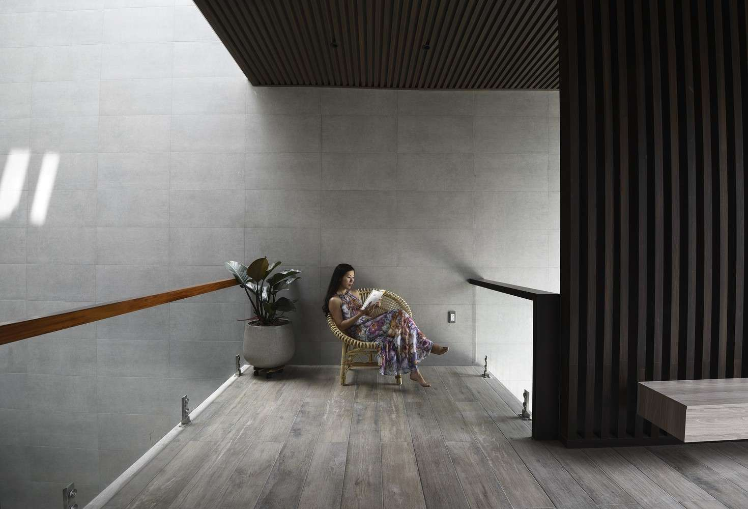 Hành lang, cũng là nơi không gian mở để đọc sách, thư giãn