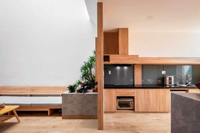 Giữa phòng khách và phòng bếp cách nhau một vách ngăn