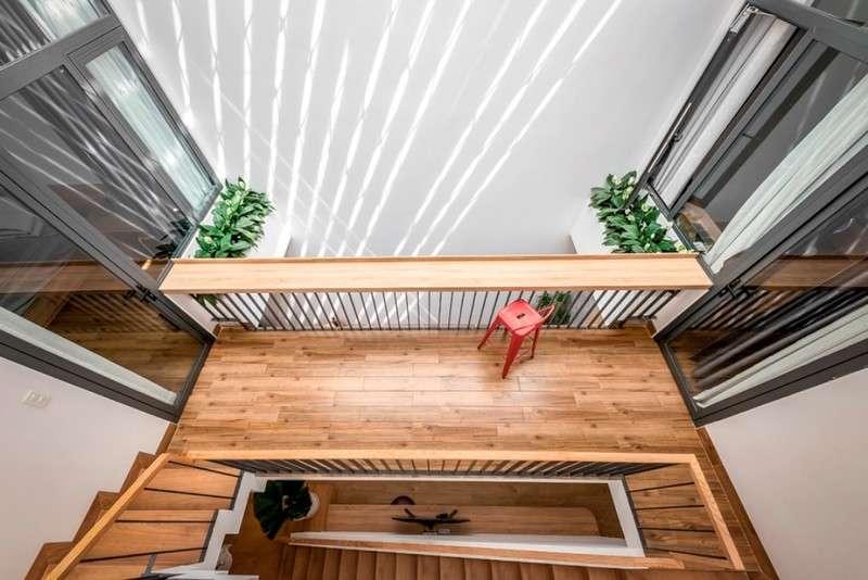 Chủ yếu nguồn ánh sáng tự nhiên cung cấp cho nhà Mai Hương xuất phát từ khoảng thông tầng.