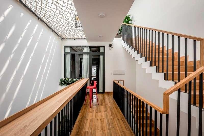 Phòng ngủ dành cho ba mẹ tiếp giáp với khoảng thông tầng-1