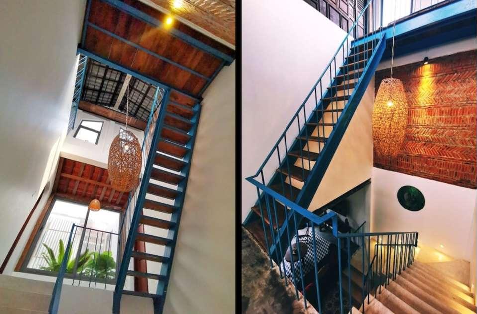 Tương tự bên ngoài, không gian bên trong cũng sử dụng màu xanh làm điểm nhấn, kết hợp với màu trắng của tường để một lần nữa gợi nhớ nét Địa Trung Hải.