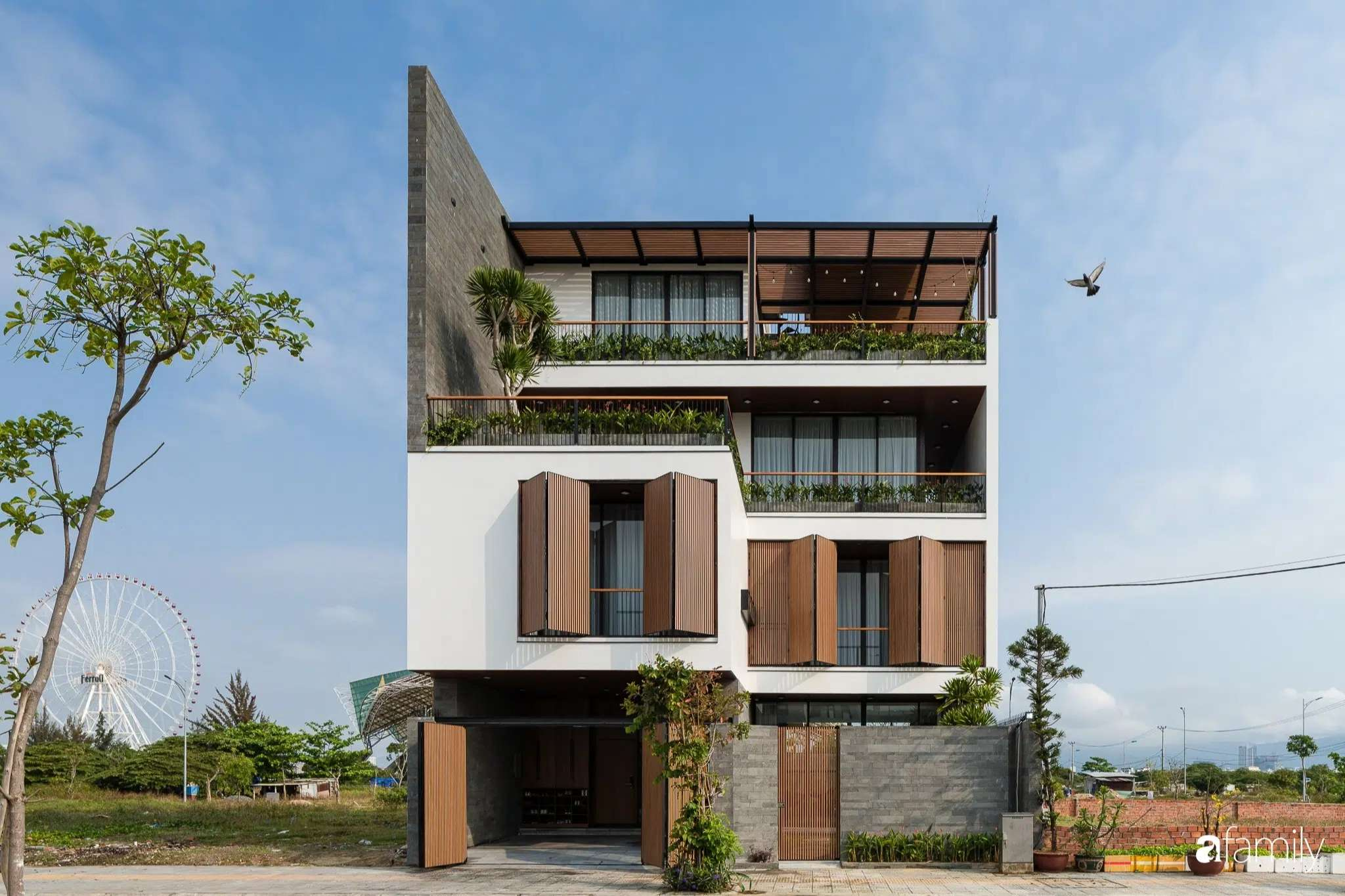 Ngôi nhà với đủ không gian sân vườn xanh mát cùng nội thất tiện nghi dành cho gia đình 3 thế hệ ở Đà Nẵng - Ảnh 1.