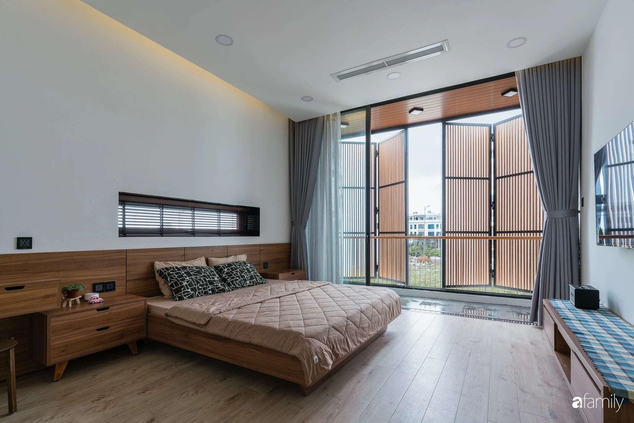 Mỗi căn phòng đều hướng tầm nhìn ra bên ngoài, thoải mái cảm nhận ánh sáng nhờ bước chuyển thời gian từ lam gỗ-3