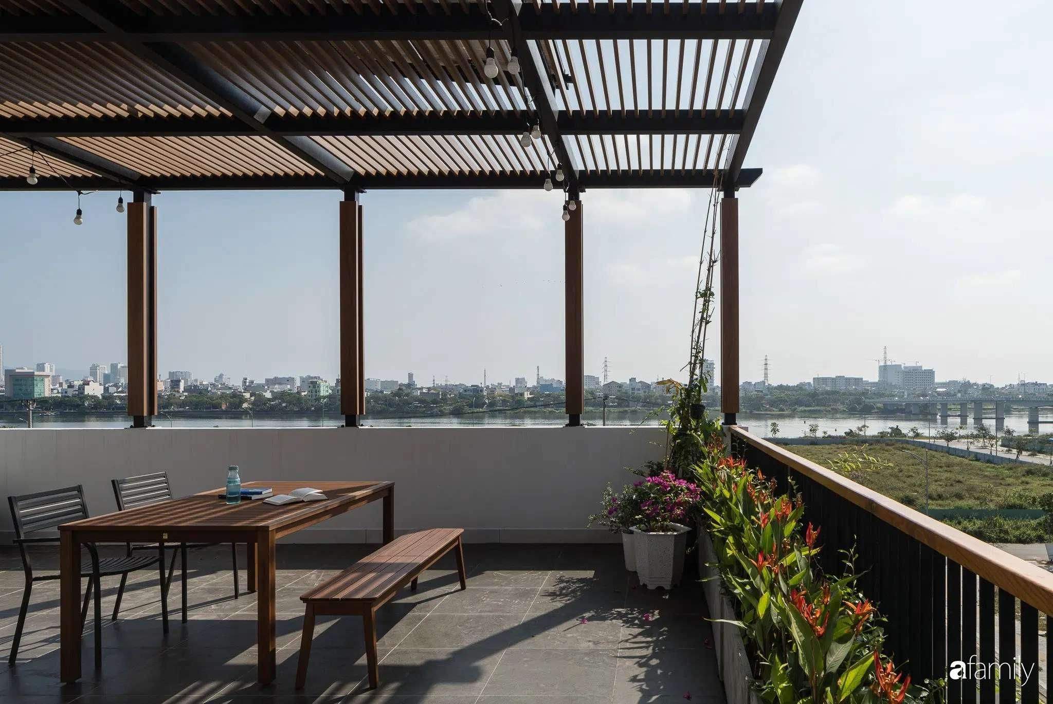 Góc sân thượng có thể giúp mọi người thảnh thơi ngắm nhìn xung quanh.