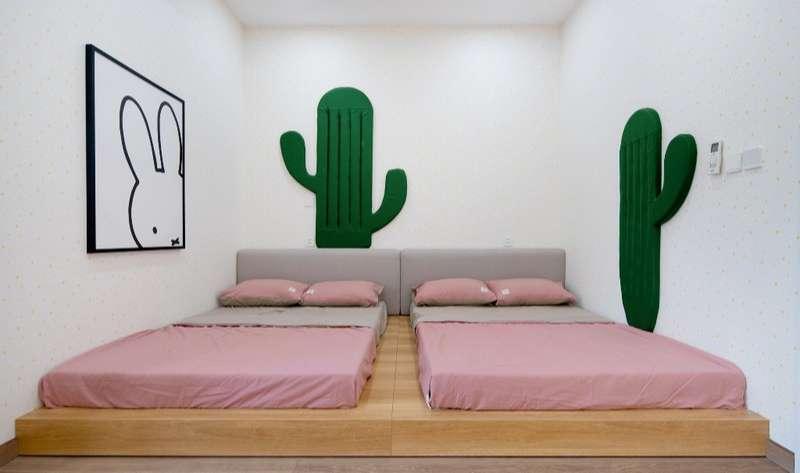 Phòng ngủ đôi với thiết kế đơn giản và dễ thương cho các con.